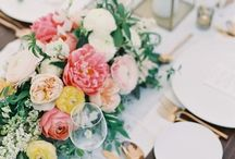 Wedding Table Setting Ideas / Wedding Reception table arrangements. From place cards, escort cards and napkin choices. Inspiration for your wedding day table.