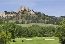 Golf Courses / Both experienced and recreational golfers enjoy playing in Nebraska terrain, which consists of windswept prairies, gently sloping Sandhills and river valleys, plus a few canyons and national monuments thrown in for good measure.