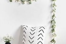 DIY Crafts and Decor Projects / DIY crafts and décor projects we think you'll love! Add some rustic farmhouse style to your country home décor with these fun diy crafts and projects.