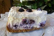 Desserts / by Suzanne Holmes Avilio