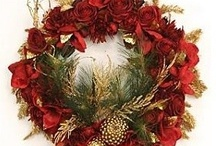 Holiday Wreaths / Holiday Wreaths: A fun and creative way to dress up your front door.