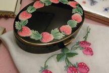 Vintage Powder Compacts & Vanity Items