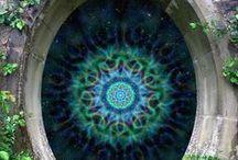 """Mandalas / Los mandalas transforman a partir de la contención, la concentración, el regreso """"al lugar"""", al centro, al hogar y a la conexión hacia el interior y hacia el universo."""