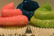 Cakes/Cupcakes / by Melissa Thornock