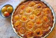 Easy Apricot Dessert Recipes / These desserts, snacks and sweets are made using apricots as the main ingredient. These easy and delicious dessert recipes are the perfect fruit-filled side items.
