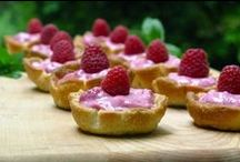 Easy Raspberry Dessert Recipes / Here are plenty of delicious dessert recipes using raspberry as the main ingredient. These are easy to make sweets that are the perfect summer treat!