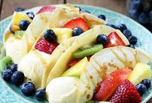 Easy Summer Dessert Recipes / Here you will find easy recipes for the most delicious summer desserts. These sweet and tasty foods are perfect for warmer weather, outdoor parties and backyard entertaining.