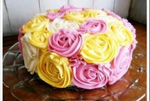 Flour Power Dessert Decorations / Here are some simple ways to add edible flowers to your favorite dessert recipes.
