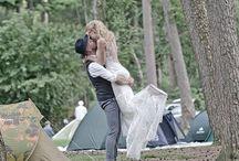 Onze Festival bruiloft! / Op 22 juli 2017 zijn mijn lief en ik getrouwd! En omdat we zo van festivals houden organiseren wij ons eigen mini festival. Met een eigen website, waar de mensen met een ticket meer info kunnen vinden, een eigen camping, photobooth, festivalbordjes en ga zo maar door!