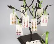 Jewelry Display Ideas / Whether you are working a local trade show or want to make an exciting statement in your studio, these jewelry display ideas are for you!