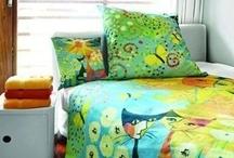 Bettwäsche / Gemütlich und kuschelig wird ein Bett nur mit der passenden Bettwäsche. Es gibt kaum was beruhigenderes und schöneres, als sich nach einem langen Arbeitstag ins Bett zu legen und sich mit neuer und frischen Bettwäsche um zu geben.