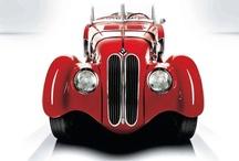 BMW - Geçmişe Yolculuk / Hatıralar arasında yolculuğa çıkıyoruz ve geçmişin ikonik BMW modellerinin fotoğraflarını önünüze getiriyoruz.