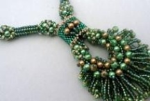 Tutorials-Beaded Necklaces / Free Pattern / by Laryn Henson
