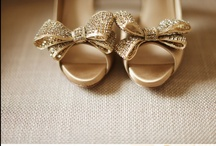 Beauty & Fashion / clothing, hairstyles, shoes and accessories. / by Lillian Melo