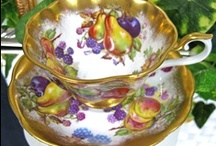 Teapots/Tea Cups & Saucers / by Karen Pratt