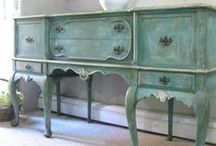 DIY {Furniture Makeovers} / DiY tutorials using different types of paint techniques.