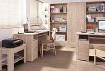Biuro i gabinet / Stworzenie domowego biura może być problematyczne, szczególnie, gdy mamy małe mieszkanie i zależy nam na dobrej organizacji przestrzeni. Polecamy Państwu takie wyposażenie, jak wygodna kanapa, pojemny regał na książki i dokumenty, czy półki oraz szafki wiszące. Dobrym pomysłem będzie ława, na której można podać kawę, jak też i przeszklone witryny.. W szczególności polecamy meble do gabinetu w klasycznej orzechowej stylistyce.