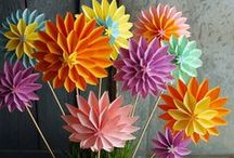 Paper Flowers / Videos and How Too's on making Paper Flowers.