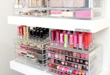 MAKE UP STORAGE / Makeup and cosmetic storage and organisation, ideal for any beauty lover who is looking for ideas how to store their lipsticks, eyeshadows and blushers.