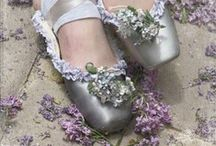 Scents - Lavender / Lavender helps calm and relax as well as reduce stress. The wide variety of uses from medicinal to edible make lavender indispensable. Put your feet up, take a deep breath and let lavender work its magic!