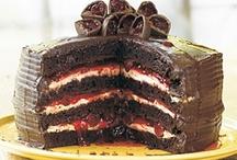 CAKES, CUPCAKES, & FROSTING / by Ellie Maziekien