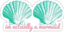 Sirènes / Plongez dans un océan de designs sur le thème des sirènes et affichez votre amour des écailles sur vos t-shirts, robes, jupes, leggings, sweatshirts, posters, stickers, coques de téléphone, horloges et bien plus encore.  Redbubble vous propose des designs marins créés par des artistes indépendants et imprimés à la demande, rien que pour vous. www.redbubble.com