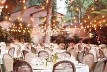 Décoration de mariages / Wedding decorations / Pour faire de son mariage le plus beau jour de sa vie, en plus de s'entourer des gens que l'on aime, on essaye bien souvent de décorer joliment le lieu dans lequel tout se passe. Décoration de table de mariage, fleurs, guirlandes lumineuses, marque-places, faites le plein d'idées !