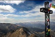 Explorez le Canigo / Emblème des Pyrénées-Orientales et classé Grand Site de France en Juillet 2012, le Canigou est un lieu naturel d'exception propice à la randonnée. Visible du Languedoc, de l'Ariège et de la province de Gérone, il est également un symbole identitaire du paysage pyrénéen.