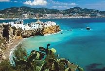 Costa Brava - Spanyolország / A Földközi-tenger és a hatalmas Pireneusok védelmét élvező vidék, a homokos tengerpart, a rejtett tengeröblök, a partmenti szigetek, festői halászfalvak, méltóságteljes várak és nagyszerű klíma jellemzi ezt a vadregényes tengerpartot. Csábítóan hangzik? Last minute Costa Brava utazás ajánlatok: http://www.divehardtours.com/costa-brava-nyaralas/