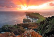 Madeira - Portugália / Vadregényes hegyek és csodálatosan átlátszó tenger. Tökéletes testi és szellemi felfrissülés. Ínycsiklandó ízek és végtelen naplementék. Madeira a tökéletes helyszín a nyaralásra. Madeira utazás és nyaralás last minute ajánlatok: http://www.divehardtours.com/madeira-utazas/