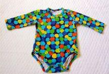Barnkläder / Childrens' clothes / På Tradera finns det mesta till ditt barn, oavsett ålder eller stil. Regn och rusk eller sol och bad - hos oss kan du fynda såväl nya som begagnade skor och kläder som är skonsamma både för barn, plånboken och miljön.