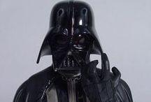 Star Wars - Use the force! / Älskar du också Star Wars? Då har du kommit rätt! Här hittar du massor av Star Wars-saker, allt från samlarobjekt, leksaker och Legofigurer - på auktion, till fast pris, från privatpersoner och företag.   May the force be with you!