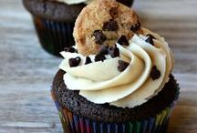 Cupcakes and Cakes / by Ashley Streed