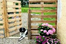 Pallet Projects / Tons of ideas to use up your free PALLETS! Inspiration for lots of DIY projects that can be completed with pallets.