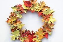Fall Wreath Ideas / Find lots of inspiration for your seasonal Fall/Autumn Wreaths for front doors, entries, or anywhere you'd like! #autumndecoratingideas  #autumnporchdecorating #wreathideas