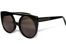 Sunglasses <3 / by Nat Aramtiantamrong