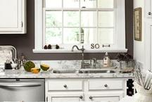Kitchen / by Michelle Maisonneuve
