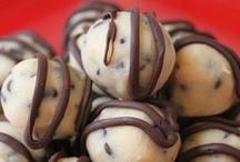 Neat Sweets / by Kara Hern