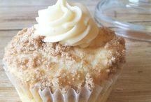 Cakes & Cupcakes / by Jenn Brockman