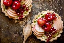 J'adore les tartelettes / a collection of recipes for mini pies and tarts