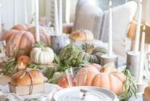 Farmhouse Fall Table Settings / Beautiful Fall tablescapes.