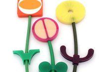 my work / 2005 - 2007 / floral brooches / florales de plástico / magnetic flower brooches / broches florales magnéticos