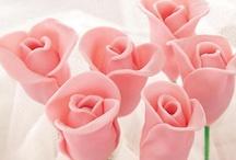Gâteaux fleuris / Une sélection de gâteaux fleuris parfaits pour célébrer le printemps, réalisés avec des douilles à fleurs...