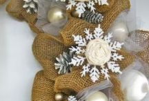 Wreaths/door hangings / So many wonderful ideas for making wreaths or other hanging decor for your door!
