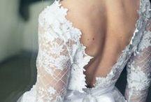 Robes de mariées / De la dentelle, de la finesse,de l'originalité... Retrouvez les merveilleuses robes de mariées préférées de la Fabrique et inspirez-vous pour trouver celle de vos rêves!