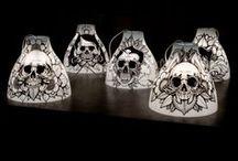 Vanity Kase - décoration - Skull and Flowers / Vanity Kase, têtes de morts fleuries et fleurs mortelles. A garder sur soi ou chez soi. Tattoo, déco, textile et curiosités http://www.facebook.com/vanitykase