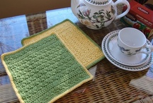 Crochet ~ Dishcloths & Washcloths / Crochet patterns for dishcloths, washcloths, hotpads, scrubbies. At the time I pinned them, they were all working links, and the pattern was free.