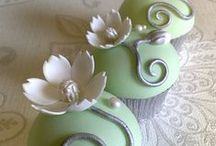 Cupcakes / multiple ways to decorate a cupcake