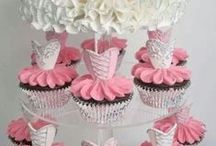 Cupcakes / by Craig N Katie Thompson