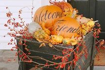 ! ~Fall Decor & Tablesetting ideas~ ! / Fall decor ideas, autumn decor ideas, fall table, autumn table, autumn Tablescape ideas, fall table setting ideas, Table scape ideas, Tablesetting ideas, table setting ideas, table decor ideas, outdoor dining tables, outdoor dining, French country table setting, fall home tour, fall porch, outdoor fall